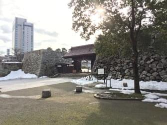 富山城まで徒歩6
