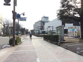 富山城まで徒歩4