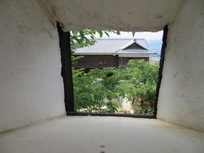 松山城_04_2 太鼓門西塀からみた筒井門