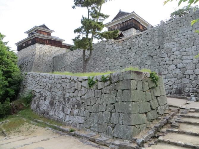 松山城_03_1 大手門付近から見た筒井門西続櫓・太鼓櫓