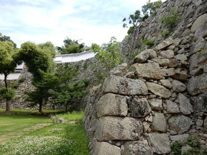 07_2 二の丸から見た石垣 1